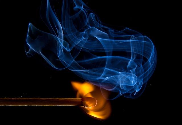 hořící zápalka