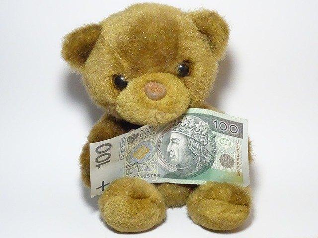 medvídek s bankovkou, polské peníze
