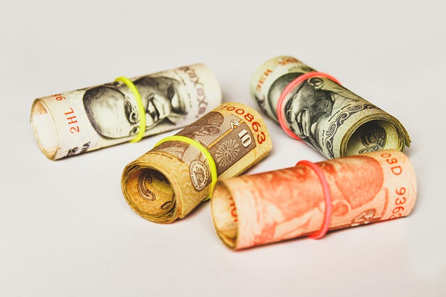indické rupie, roličky bankovek