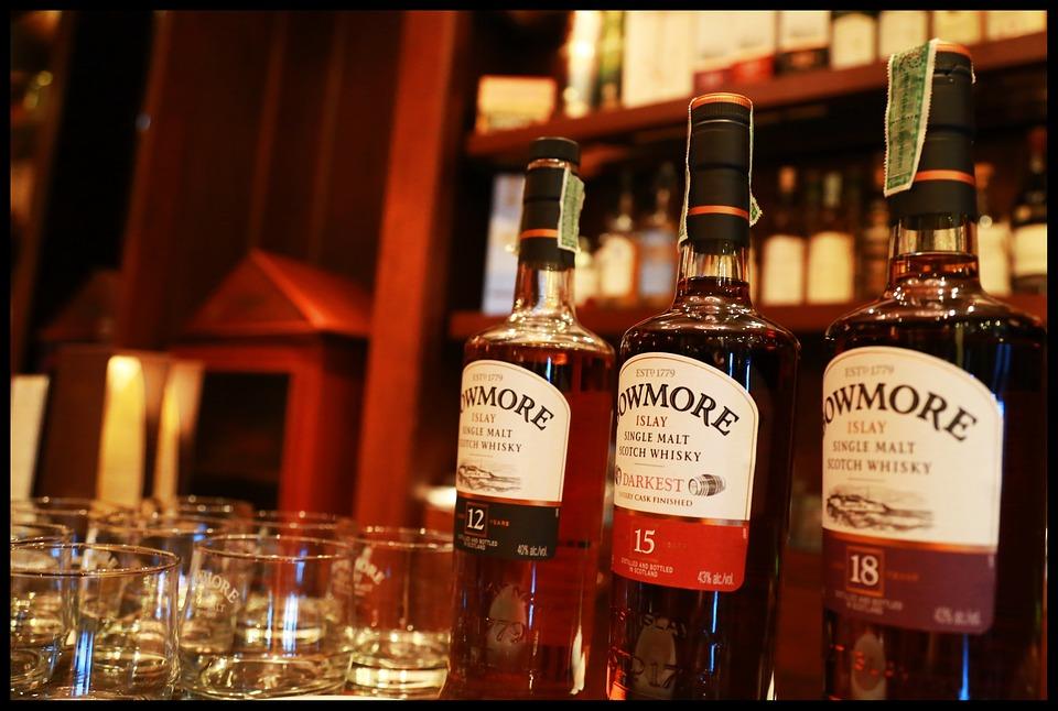 whisky na baru